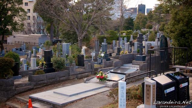 aoyama_graveyard- 025